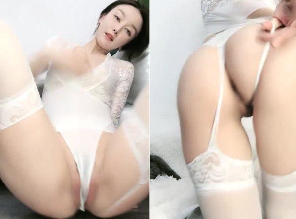 湾湾的性感女神【Bloodmoon】奶油抹B极致诱惑99币